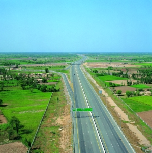 <h6>LAHORE - ISLAMABAD MOTORWAY PROJECT</h6><br><h7>Country: Pakistan / Client: National Highway Authority<br>Company: <a href='http://www.daewooenc.com/eng/' target='_blank'>Daewoo Engineering&Construction Co., Ltd.</a><br>Project Cost: 1,197,693 in thousand US$ / Work Duration: 1992/04/01 ~ 1997/11/26</h7>