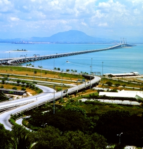 <h6>CONSTRUCTION OF PENANG BRIDGE PACKAGES 3,4 & 5 MALAYSIA</h6><br><h7>Country: Malaysia / Client: Ministry Of Works And Public Utilities<br>Company: <a href='http://en.hdec.kr' target='_blank'>Hyundai Engineering&Construction Co., Ltd.</a><br>Project Cost: 250,438 in thousand US$ / Work Duration: 1982/01/01 ~ 1985/07/14</h7>